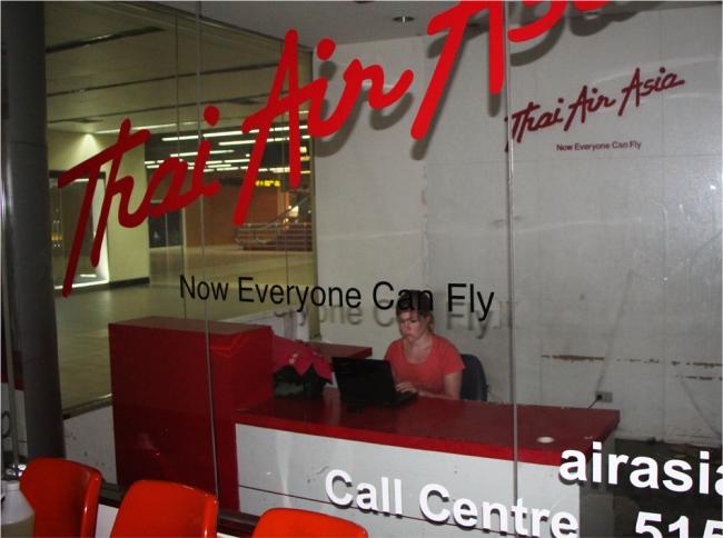 Olivat järjestäneet minulle yksityiskonttorin lentokentälle blogin päivitystä varten.