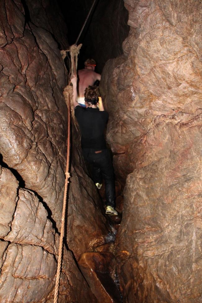 Onneksi kuultiin vasta retken jälkeen, että joku retkiporukka oli hukkunut luolaan sateiden alettua.