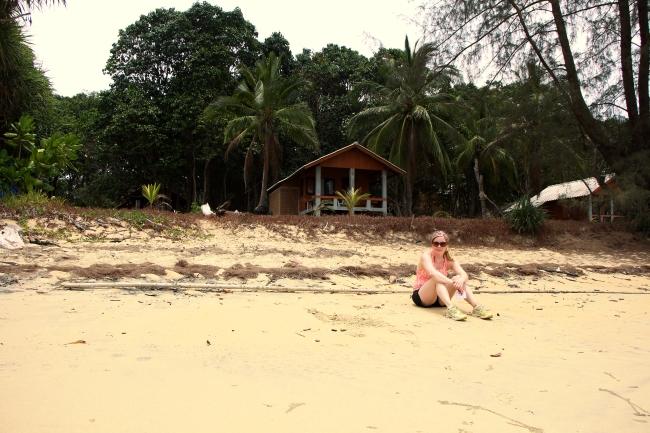 Hiekka oli maijunvaaleaa, maastoutuminen onnistui siis hyvin myös aurinkoa ottaessa. The sand was as white as me.