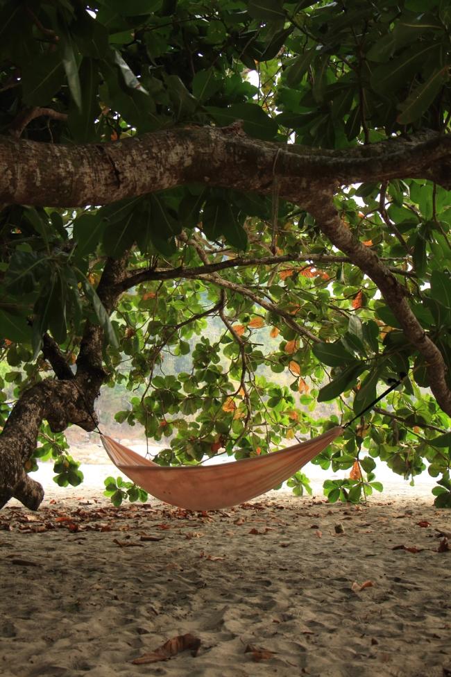 Ja jos kävleylenkin jälkeen ramasi, pystyi riippumatolle heittäytymään joko omalle terassille tai puun alle. There were lots of hammocks where just relax.