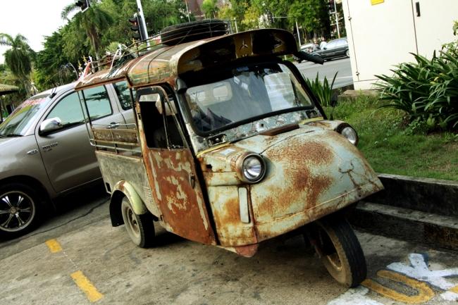 Trangissa aika tuntui pysähtyneen, kadulla vilisti näin söpöjä tuktukeja.