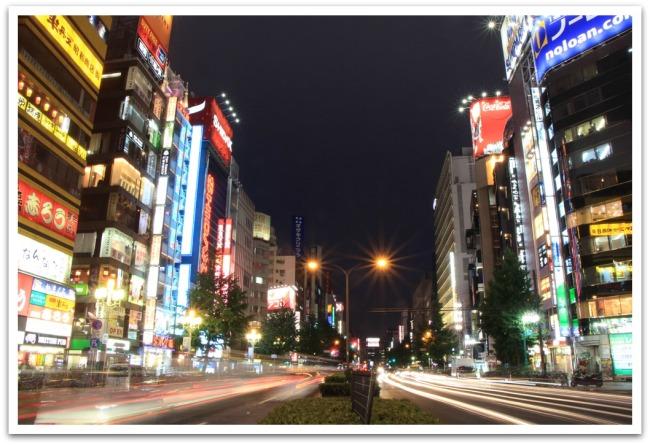 Tokiossa on aivan kaikkea; vilinää, ihmisiä, ihmeellisyyksiä, vanhaa, uutta, kaunista ja rumaa, mutta kaiken sen lisäksi myös ihmeellistä rauhallisuutta. Kaupunginosien keskustojen välittömästä läheisyydestä kun löytyi