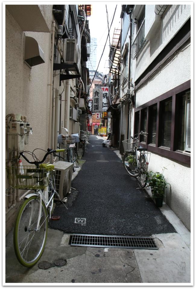Välillä kadut ovat todella kapeita.