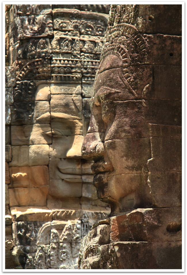 Bayonin temppeliä koristaa 216 valtavaa hymyilevää Avalokiteshvaran kasvoa.