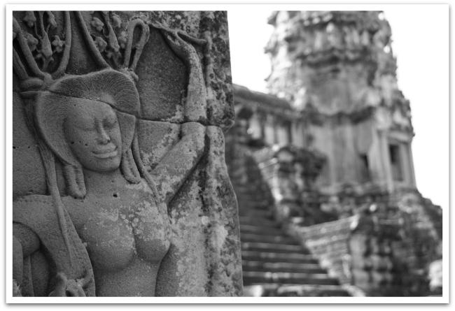 Angkor Wat:n seinät ovat täynnä yksityiskohtaisia koristuksia ja kirjoituksia.