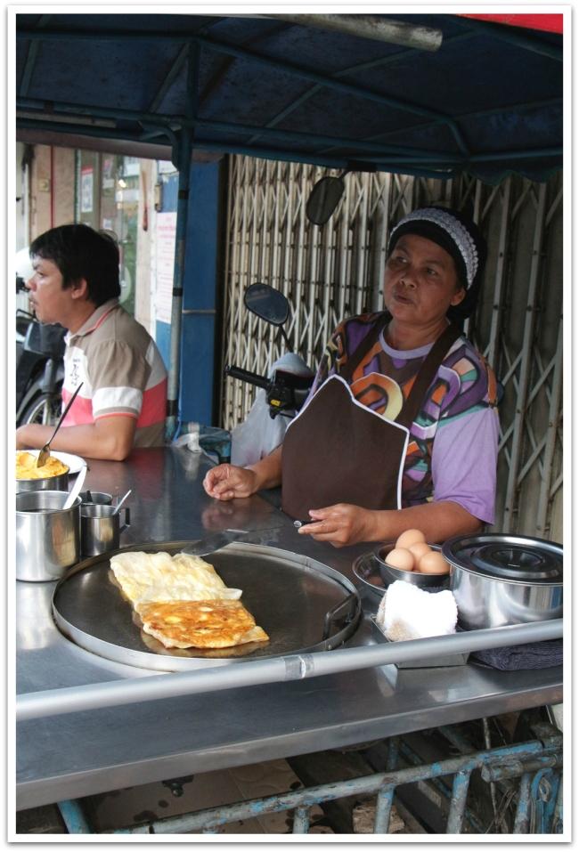 Suurinta herkkuani Thaimaassa olivat Rotit (niin makeina kuin suolaisina versioina). Kielen vei mennessään myös sticky rice mangon ja kondensoidun maidon kanssa. Nam!