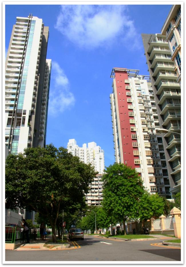 Singaporessa toimistotalojen lisäksi myös asuintalot hipova pilviä.
