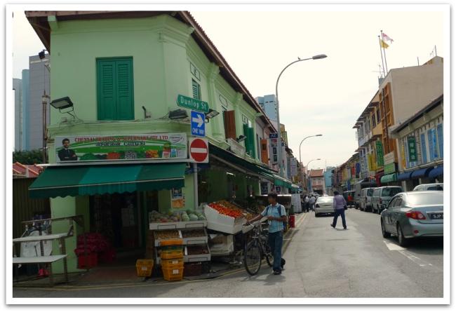 Kävimme maistelemassa ja haistelemassa Intiaa Singaporen Little Indiassa.