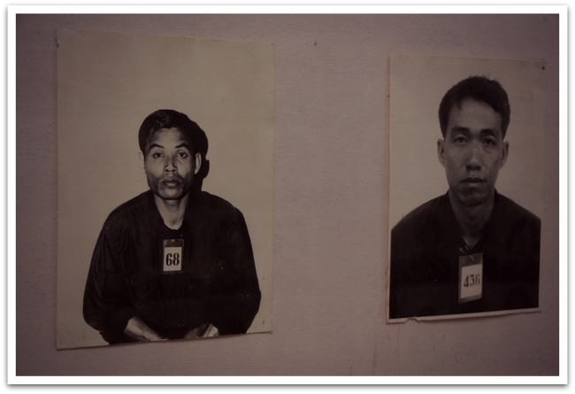 Jokainen Tuol Slengin salaisessa vankilassa kidutettu vanki valokuvattiin ennen kidutusta. Neljän vuoden aikana vankilan kautta kulki 40 000 vankia, vain kourallinen selvisi hengissä.