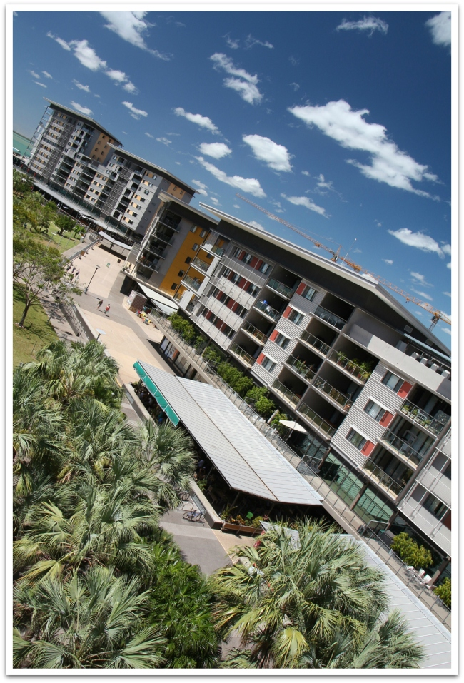 Uutta Darwinia edustaa Waterfront, josta mukavien asuintalojen lisäksi löytyy kauppoja, ravintoloita sekä krokotiili- ja meduusavapaa uimalaguuni.