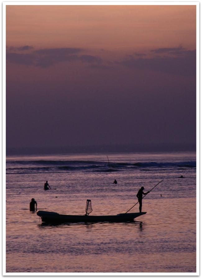 Kalastajien työ alkoi auringon laskettua.