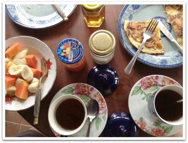 Lombokin majapaikan Lamancha homestay:n aamupala.