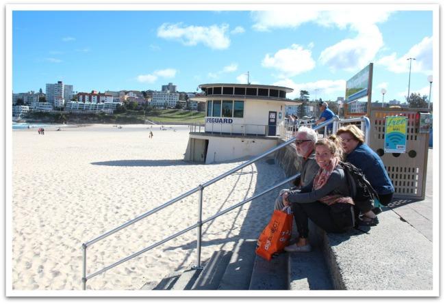 Äiti ja Isi halusivat heti saavuttuaan lähteä katselemaan Sydenytä (hurjat!) Tie vei Australian kuuluisimmalle rannalle Bondi Beach:lle.