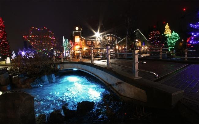 Jouluvalotunnelmointia Whistlerin kylässä.